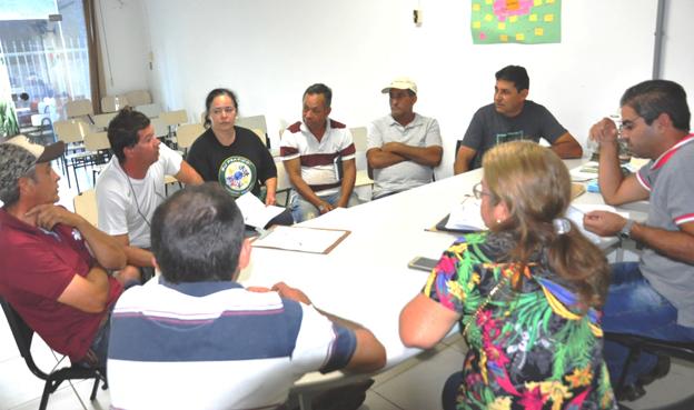 Uma reunião inicial foi realizada mas de 40 convidados apenas oito compareceram e decisão foi adiada