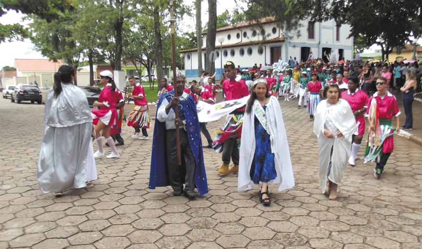 Evento marca a retomada dos festejos de Congo e Moçambique após a solenidade de levantamento das bandeiras