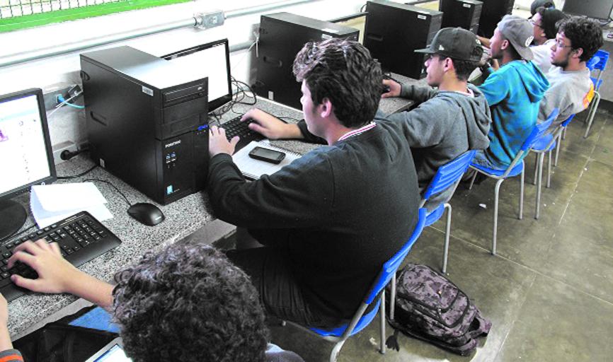Curso de Técnico em Informática para Internet está entre os cursos oferecidos em Paraíso na E.E. Clóvis Sagado