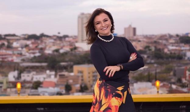 Érica Coelho durante muitos anos atuou como professora de inglês e, atualmente, dedica-se à arquitetura e urbanismo
