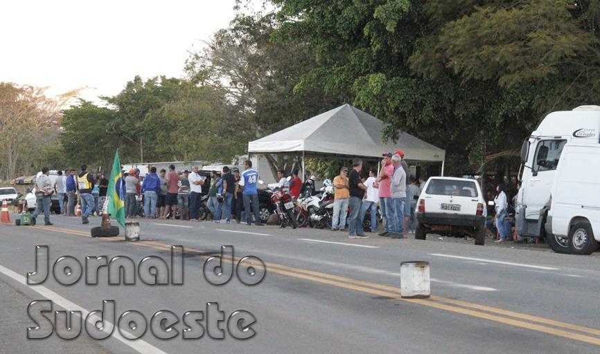 Manifestantes se concentram em maior número nas proximidades do trevo de acesso à MG 050, e imediações do Aeroporto Joaquim Montans Júnior, na BR 491