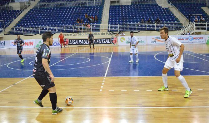 Equipe de futsal obteve em quadra mais uma chance de se manter em atividade na nova competição