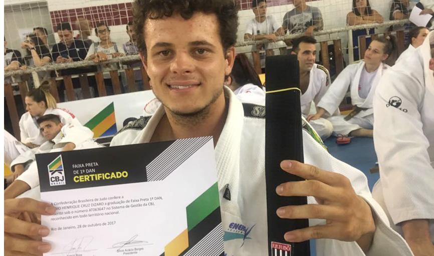 Atleta é o primeiro judoca paraisense a conquistar a faixa preta pela Federação de Judô