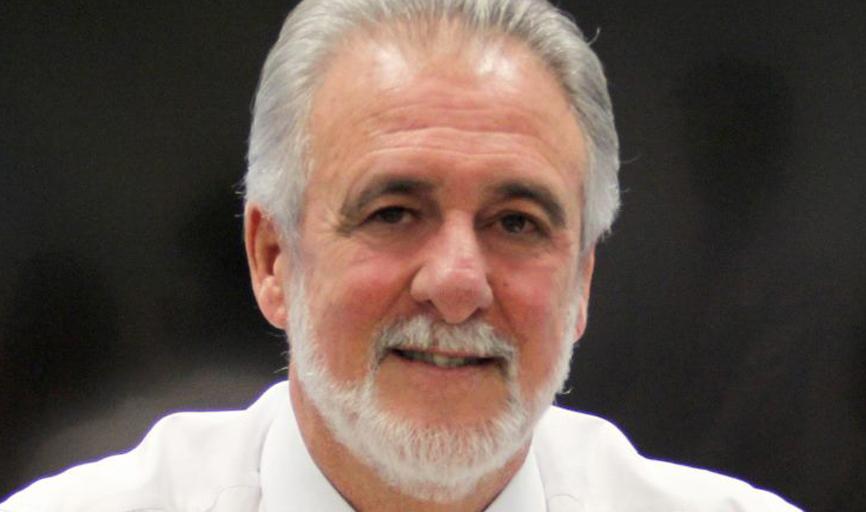 A coluna cumprimenta o  Deputado Carlos Melles,  que  muda  de idade neste domingo dia 11.