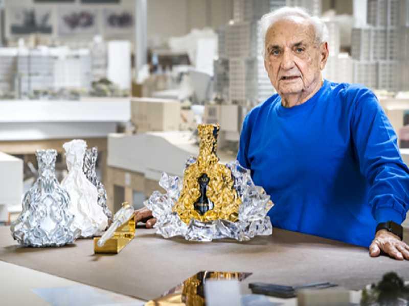 Création originale de Frank Gehry dans son atelier
