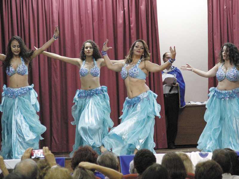 dança do ventre com Zilmah Monteiro e alunas