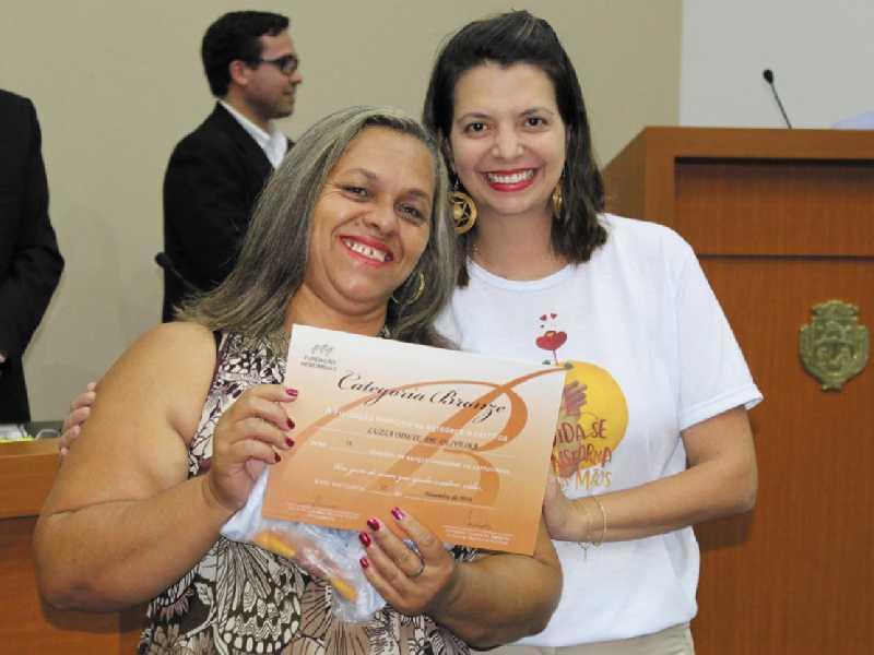 A doadora Luzia Odete de Oliveira foi  homenagem por já ter realizado 15 doações