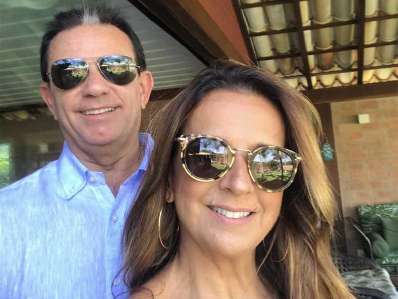 Isaurinha e Flávio Lara Resende, diretor da TV Bandeirantes de Brasília, curtinho o verão na sua bela casa de praia, em Búzios