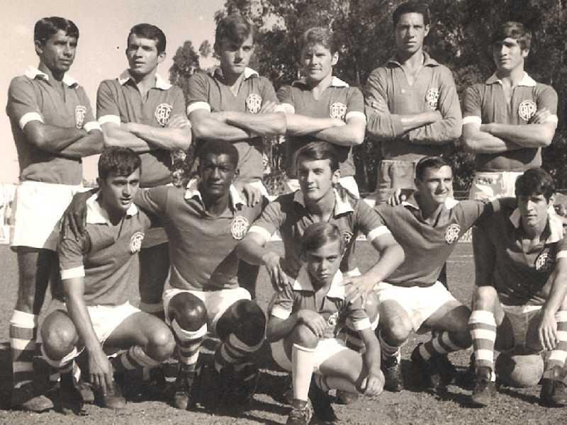 (Em pé) Zé Vicente, Quico, Zé Ico, Chico Cequini, Carlão e Zinha (agachados) Pedrinho, Pelezinho, Babá, Batatinha, Tatinha e o mascote