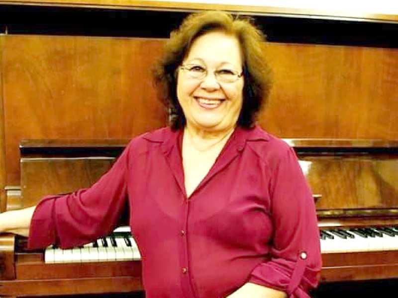 A acadêmica Mírian Lauria Mantovani, professora de música, pianista, cantora lírica, celebra mais um ano de vida no dia 20. recebe cumprimentos