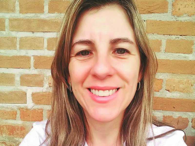 MICHELLE APARECIDA  PEREIRA LOPES:   Doutora em Linguística pela Universidade Federal de São Carlos e  pesquisadora da  constituição discursiva do corpo feminino ao longo da história. É docente e coordenadora do curso de Letras da Universidade do Estado de Minas Gerais - Unidade de Passos.