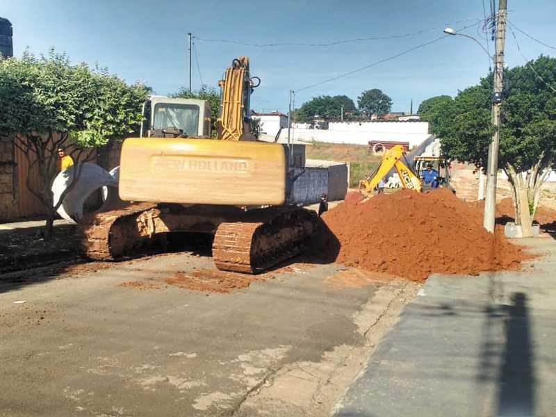 Nesta semana, prefeitura iniciou obra de canalização de águas pluviais em Ruas do Jardim Acapulco que estavam paralisadas a oito anos