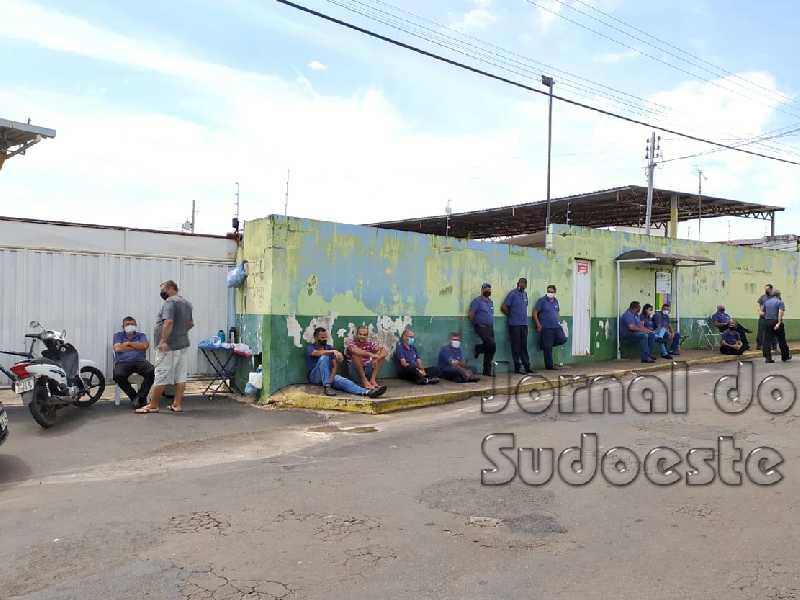 O contrato entre o município e a empresas Viação Paraíso e JN Empreendimentos venceu no dia 4 de janeiro,