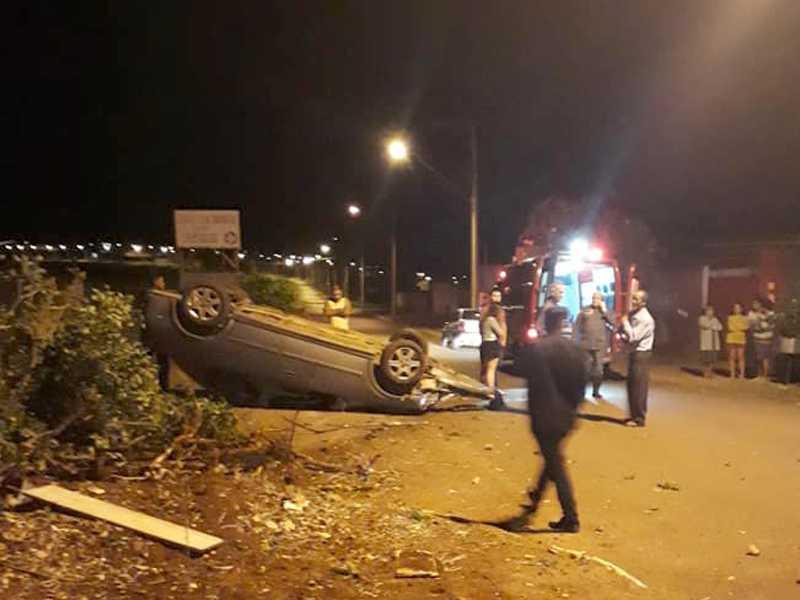 Grave acidente após invadir o canteiro central na avenida Vereador Alfredo Campolongo