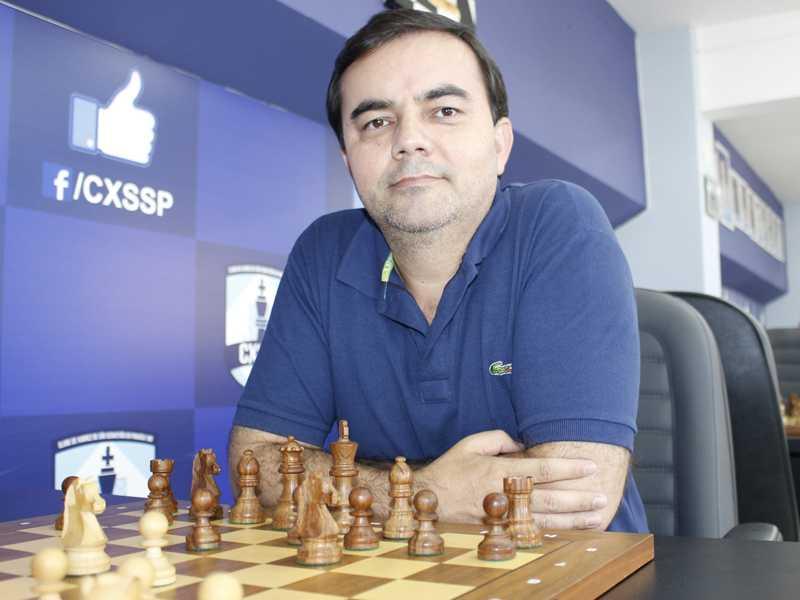 Gérson Peres é pedagogo e professor de xadrez