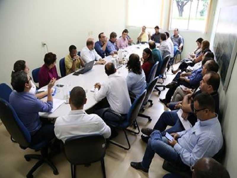 Lideranças reunidas na Prefeitura buscam de alternativas para evitar colapso financeiro dos funcionários e do município
