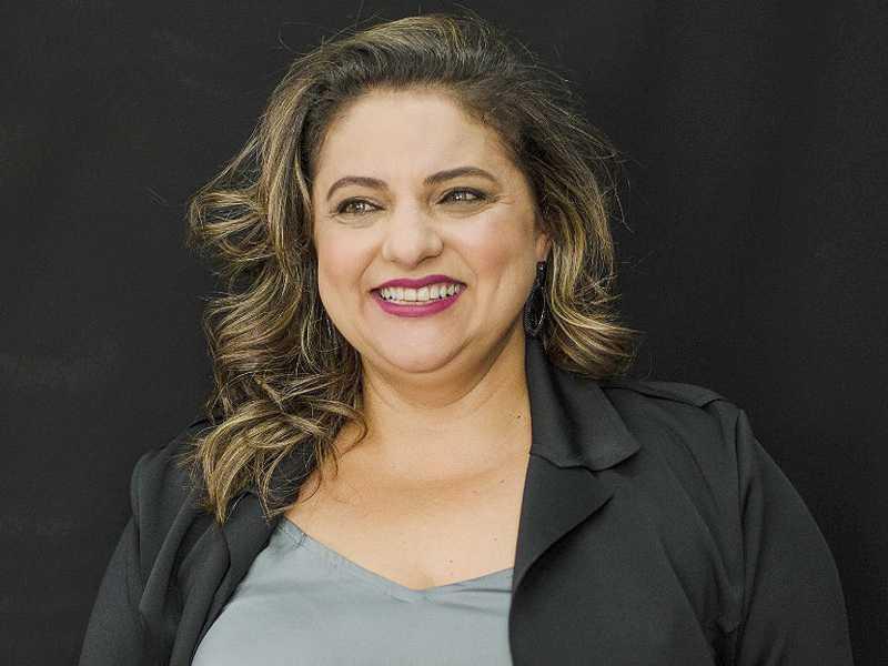 A jornalista SUZANA PAULA SOUZA, recebe cumprimentos neste domingo, dia 7.