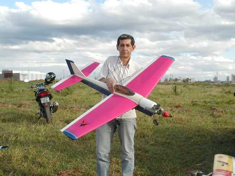 Nilson Nunes Pedrosa, é instrutor, piloto, montador e Construtor de Aviões Aeromodelos