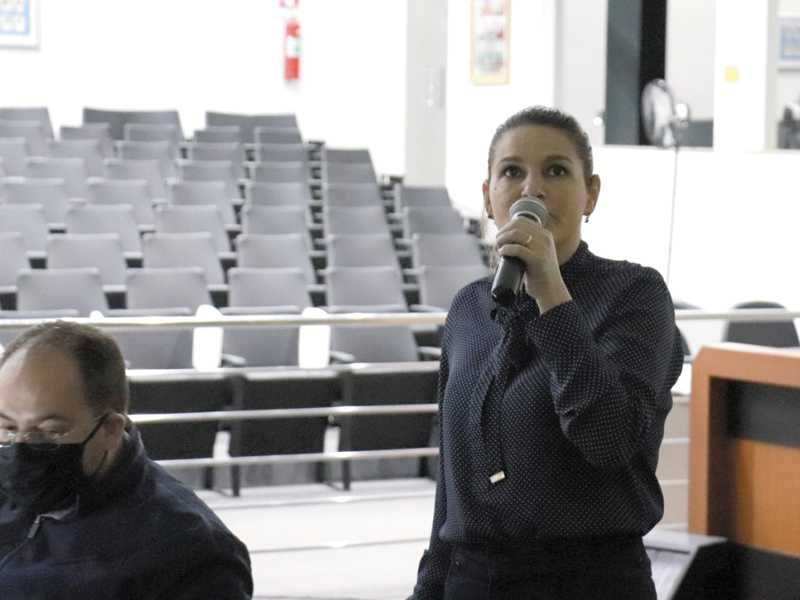 Gerente financeira e contábil da Prefeitura, Denise Paschoini, apresenta números da execução orçamentária de 2020