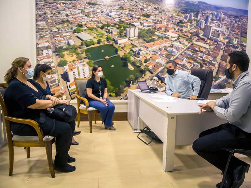 Prefeito Marcelo Morais e o vice Daniel Tales participaram de reunião com equipe do Instituto Butatan e HC de Ribeirão
