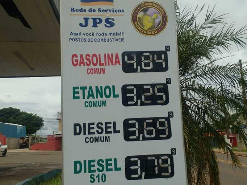 Posto JPS em Paraíso vende o litro da gasolina R$ 0,35, o etanol R$ 0,37 e o diesel R$0,20 mais caro do que o posto da mesma rede, em Passos.