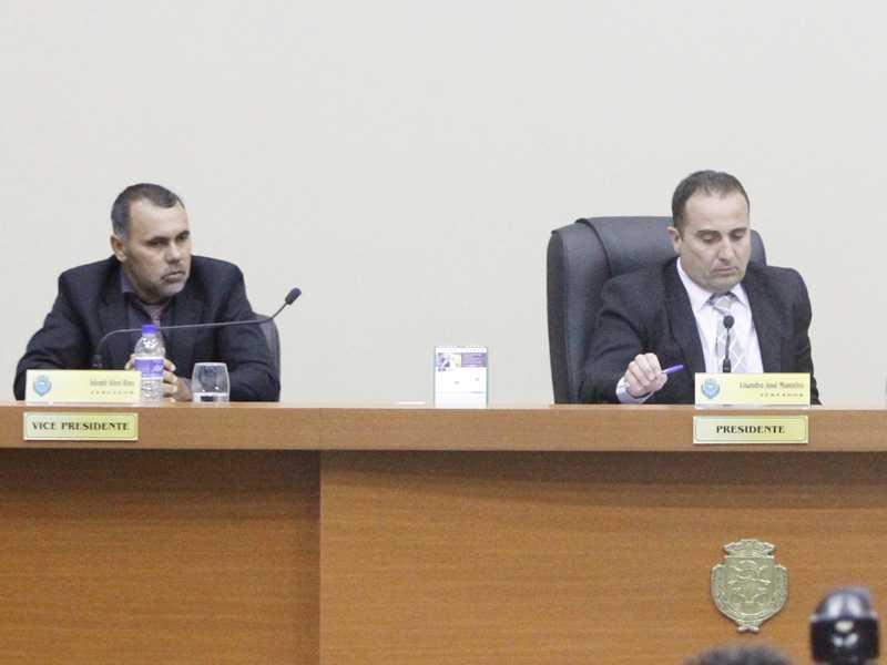 Ademir Ross (a esquerda) conforme parecer da Procuradoria Jurídica da Câmara, terá seu salário e verba de gabinete suspensos