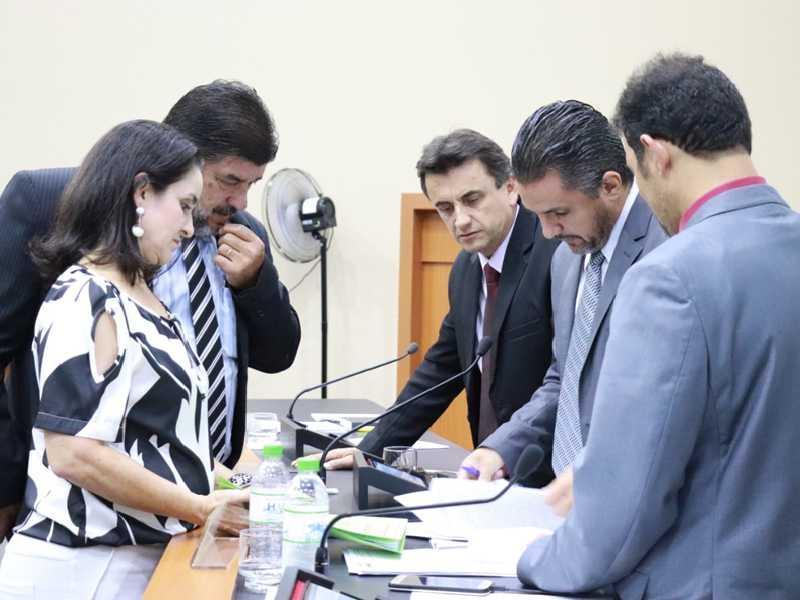Sessão foi suspensa a fim de que Comissão pudesse fazer o parecer favorável à propositura