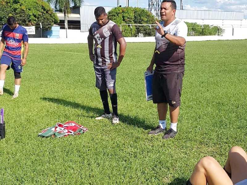 Técnico Adilson Lara tem  conversado com o grupo de  jogadores sobre a filosofia de  trabalho que pretende implantar