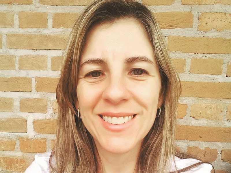 """MICHELLE PEREIRA LOPES, Professora universitária, doutora em Linguística que tem brindado leitores do """"JS"""" com sua coluna quinzenal, """"Língua Solta"""", muda de idade neste sábado, 1.º de junho."""