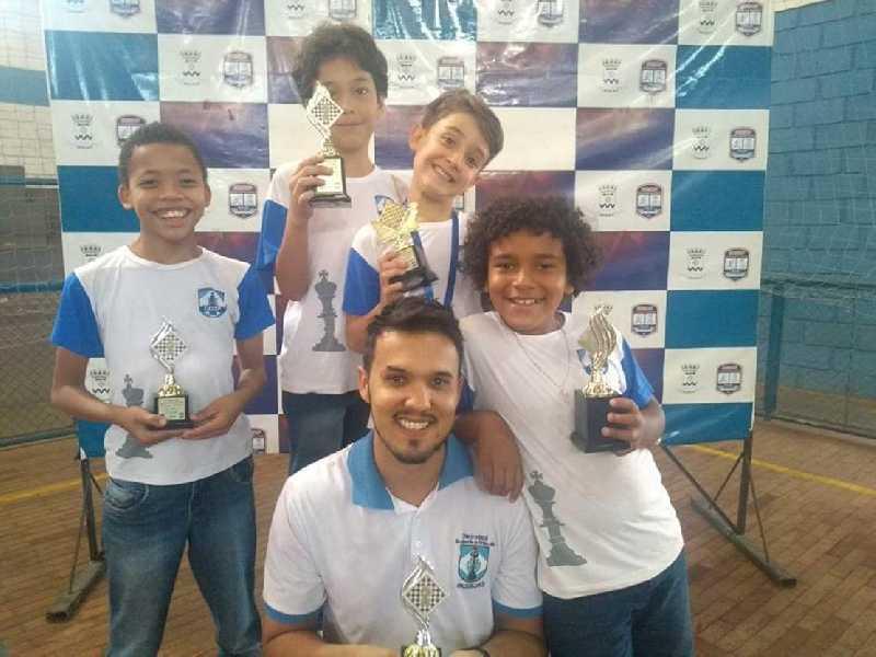 Professor Dwlyan Santos e seus alunos trouxeram muitos prêmios da competição realizada em Batatais/SP