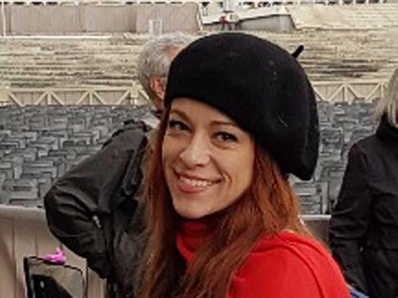 Aline em visita ao Vaticano durante viagem à Europa