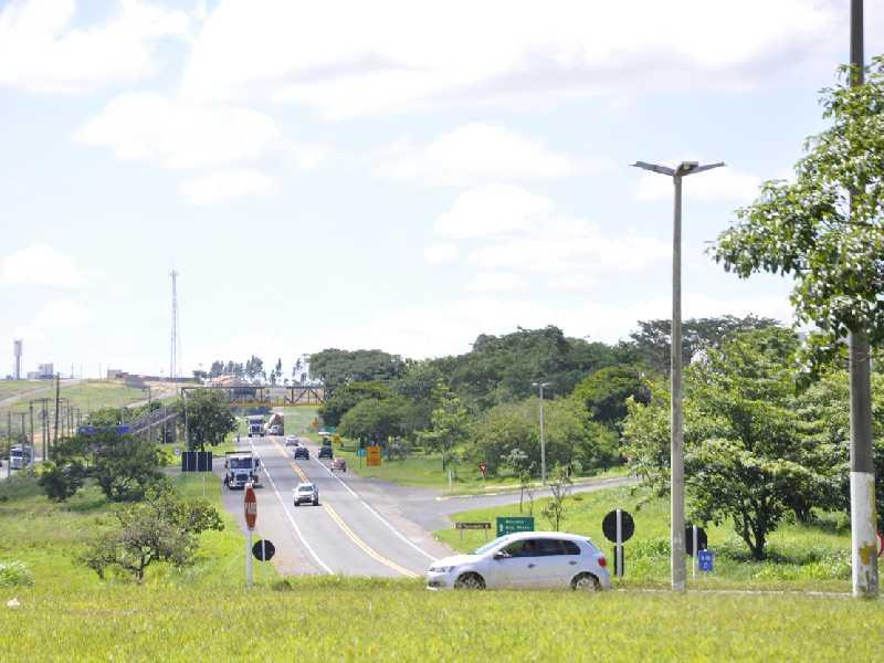 Entroncamento da BR-491 e MG-050 apresenta movimento intenso no sentido interior de Minas e o estado de São Paulo