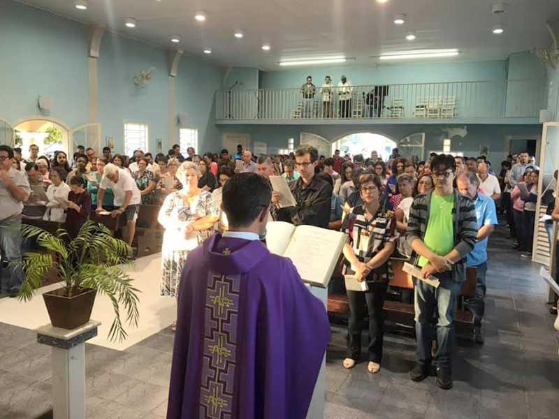 Missa das cinzas foi celebrada na quarta-feira em todas as paróquias da cidade