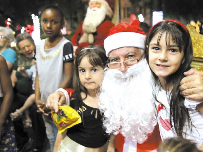 Chegada do Papai Noel  foi marcado por muitas  emoções principalmente pelas crianças