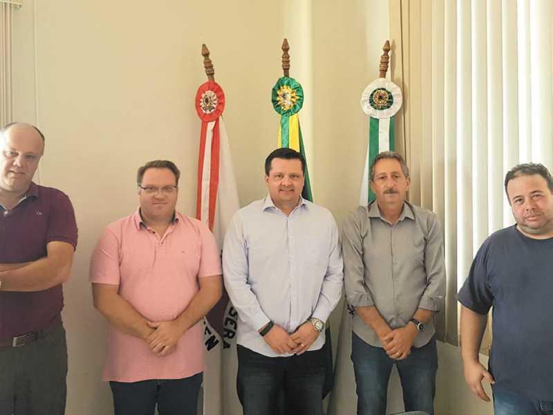 Delegados foram recebidos pelo prefeito de Jacuí Geraldo Magela e falaram sobre o trabalho que será realizado pela Polícia Civil