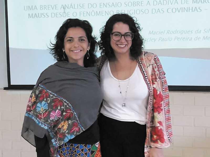 Coordenadoras de GT, mestra Ana Paula Horta e mestra Flávia Amaro (UFJF)