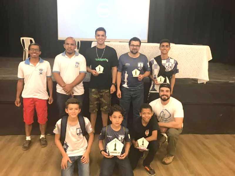 Equipe do Clube de Xadrez de São Sebastião do Paraíso em Louveira/SP