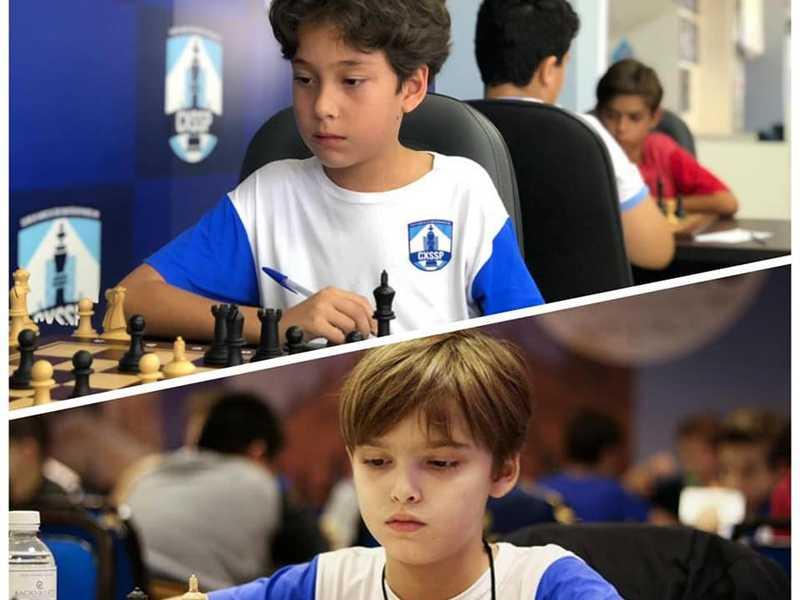 Andrew Duarte e Olavo Oliveira recebem títulos oficiais da Federação Mineira de Xadrez