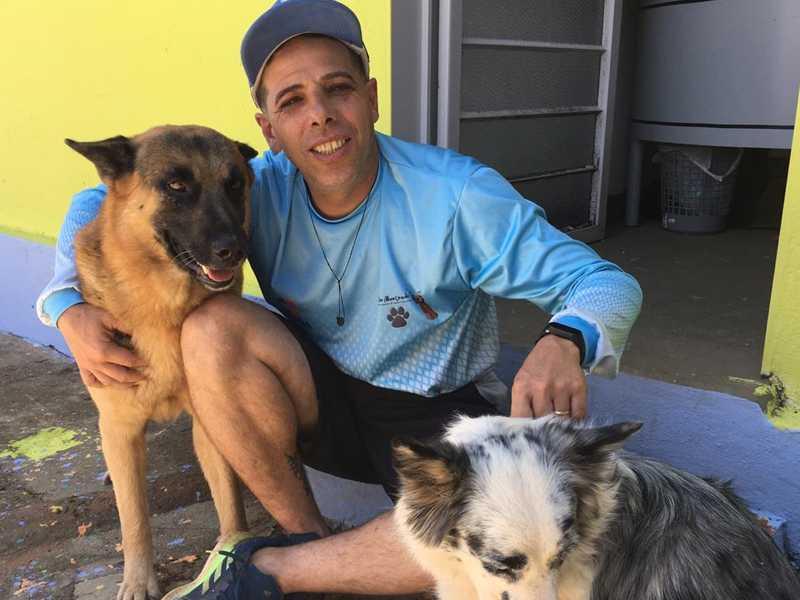 Rubens é adestrador, educador físico e idealizador do projeto Cães Abençoados