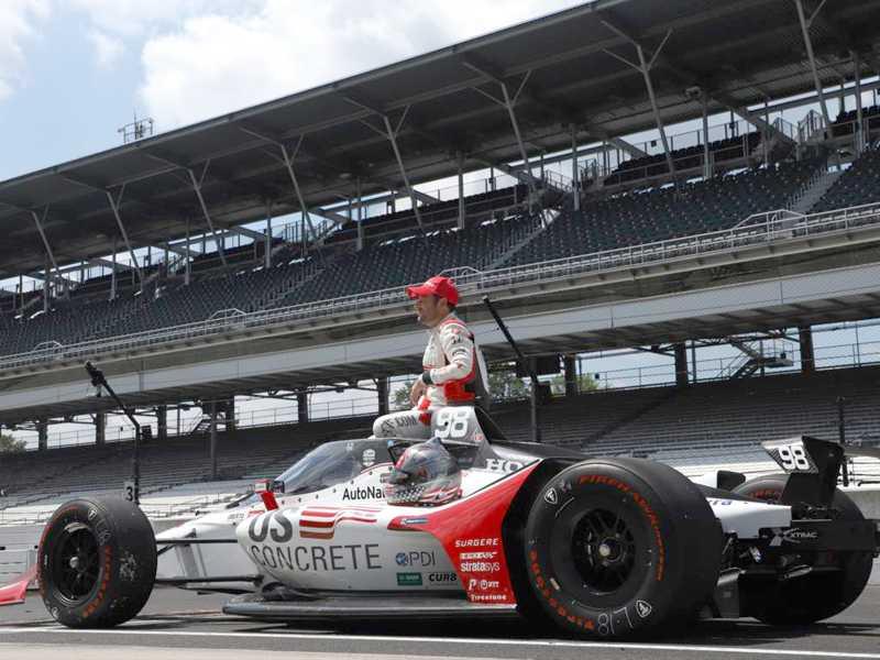 O pole Marco Andretti no silêncio das arquibancadas vazias de Indianápolis