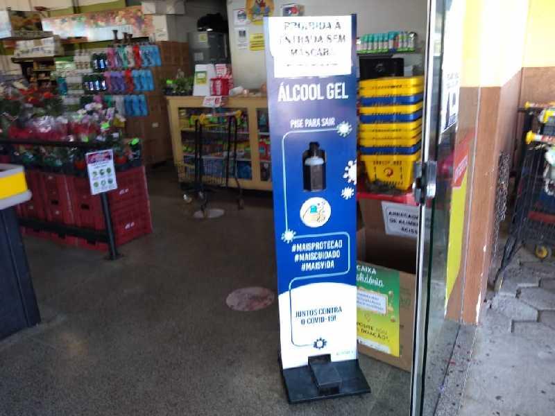 Dispositivo com pedal, seguro e eficaz no uso de álcool gel para se prevenir do contágio do CODIV-19