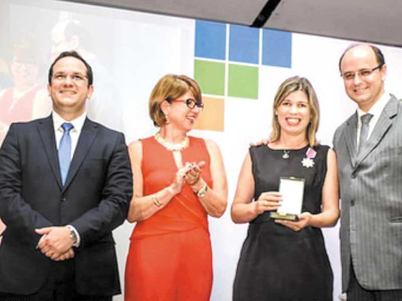 Professora de Paraíso recebeu homenagem das mãos do Ministro da Educação, Rossieli Soares