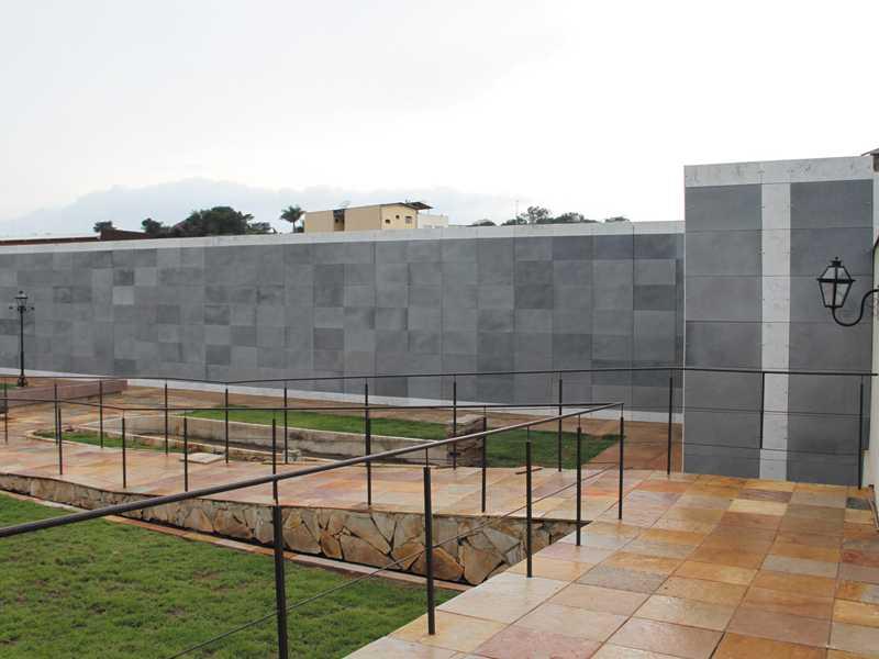 Na cidade Mineira de Santa Bárbara tem um moderno Cemitério público biosseguro com túmulos verticais