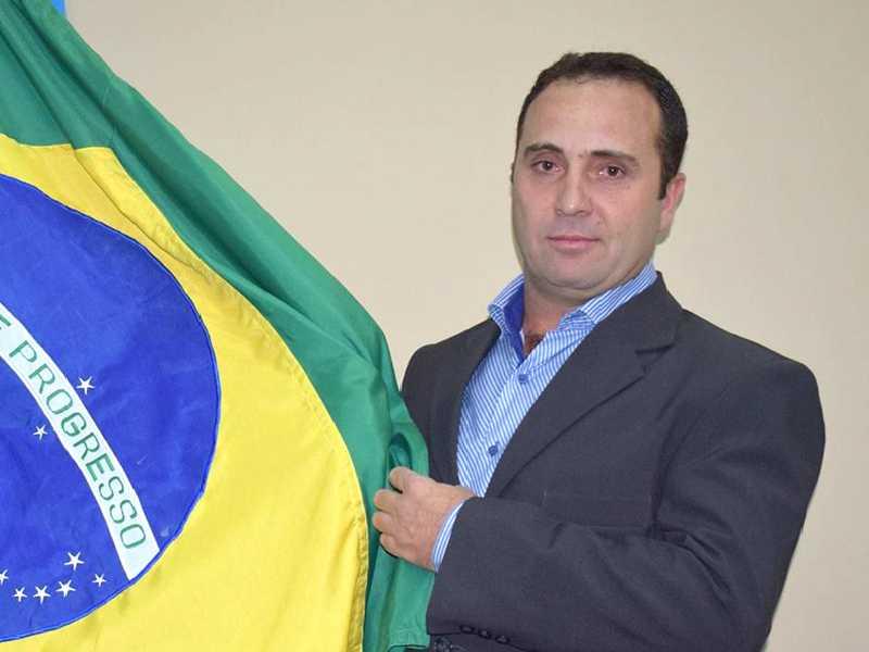 O vereador Lisandro Monteiro recebe cumprimentos neste domingo, por mais um ano de vida.