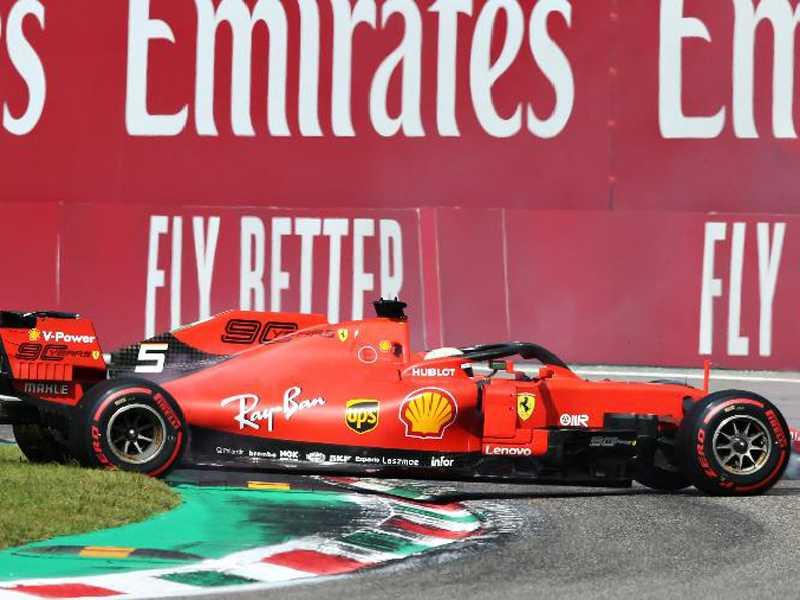 Diante da fanática torcida da Ferrari, Vettel roda na mesma curva em que errou no ano passado