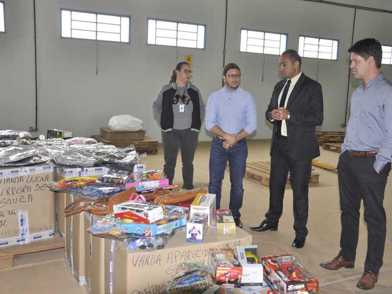 Material apreendido em operações da Receita Federal foram doadas para escolas do município
