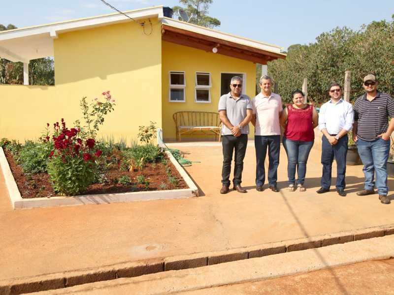 Moradores recebem chaves das casas construídas na zona rural de Paraíso e São Tomás de Aquino
