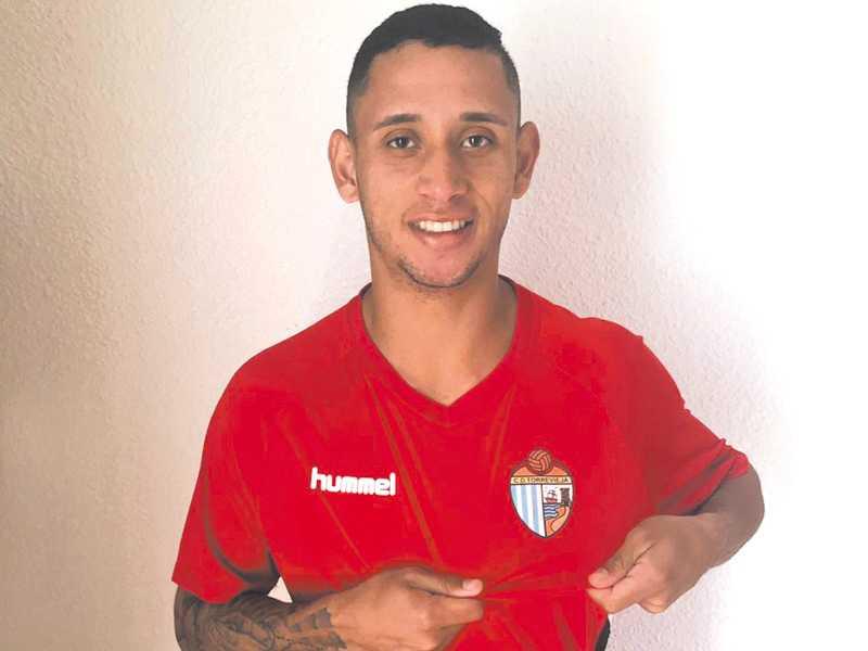 Atacante segue na Europa onde pretende fazer carreira como jogador de futebol