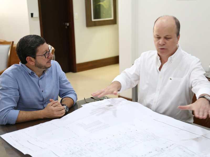 Prefeito Walker Américo Oliveira e o arquiteto Maurício de Miranda Rodrigues