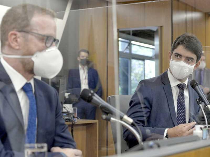 O presidente da CPI da Cemig, deputado Cássio Soares, advertiu o depoente para que respondesse as perguntas dos deputados